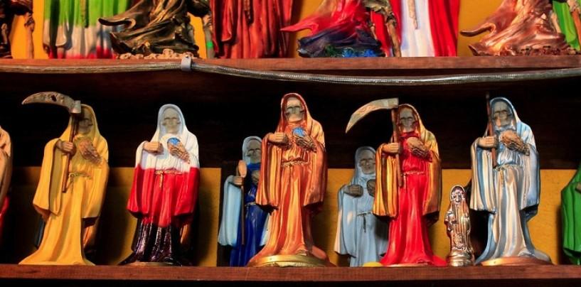 """La Santa Muerte: """"Dios te crea pero ella te guía"""""""