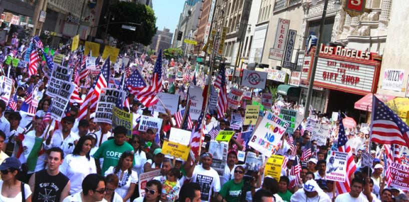 Alrededor de 11 millones de personas viven en EE.UU. sin un estatus legal