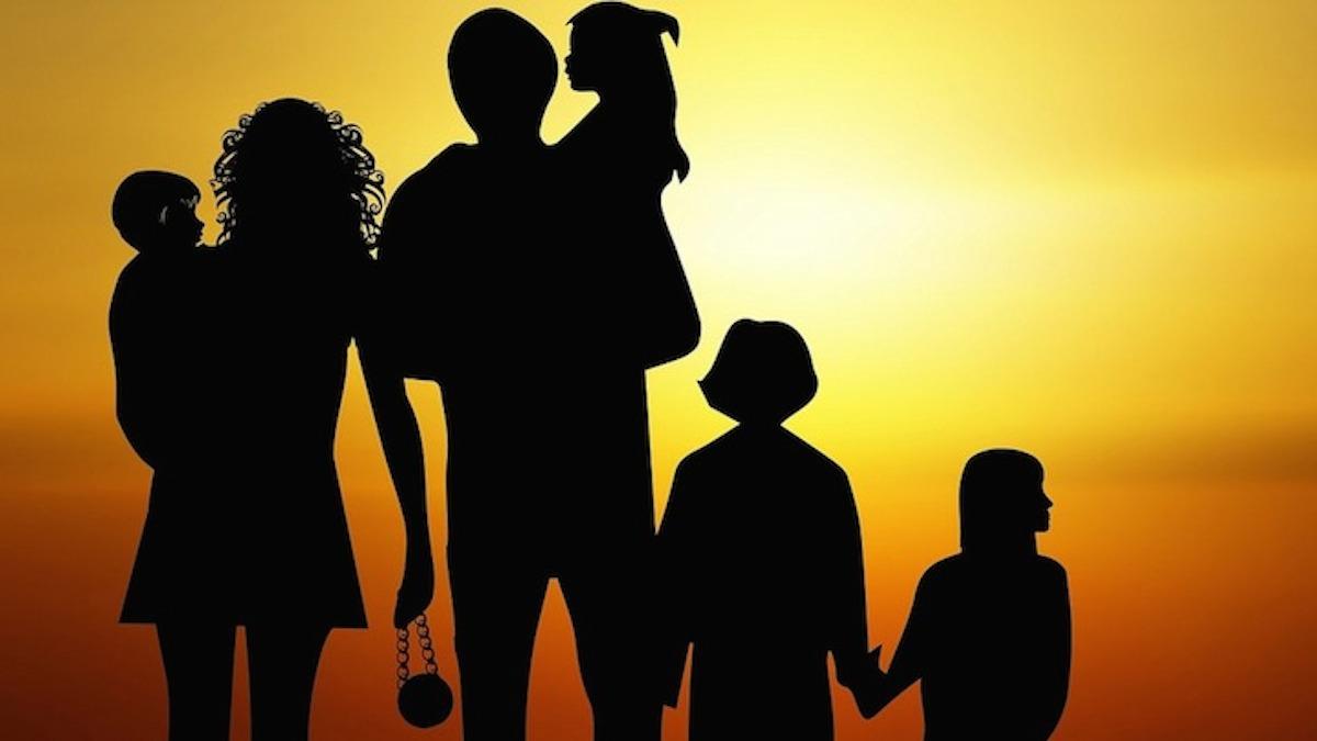 La Familia Hispana, Transmitora de la Fe